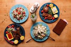 Een smakelijke lunch op de lijst stock fotografie