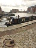 Een smalle boot legde in historische dokken vast Royalty-vrije Stock Afbeelding