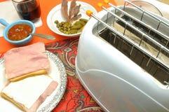 Een snack om honger te snijden - versier sandwich stock afbeeldingen