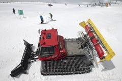 Een sneeuwploeg bij de Hintertux-Gletsjer in Oostenrijk Royalty-vrije Stock Afbeelding