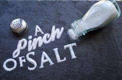 Een snuifje van zout royalty-vrije stock afbeelding