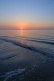 Een spectaculaire zonsopgang over het overzees Royalty-vrije Stock Foto's