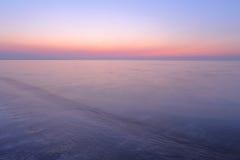 Een spectaculaire zonsopgang over het overzees Stock Foto's
