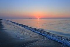 Een spectaculaire zonsopgang over het overzees Stock Afbeelding