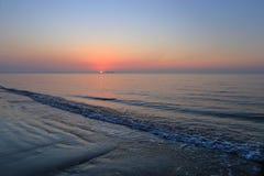 Een spectaculaire zonsopgang over het overzees Royalty-vrije Stock Fotografie