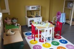 Een speelgebied voor kinderen bij een kleuterschool Stock Foto's