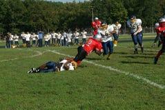 Een spel van de middelbare schoolvoetbal stock foto's