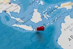 Een speld op Djakarta, Indonesië in de wereldkaart royalty-vrije stock foto's