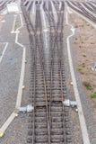 Een spoor verdeelt op vele verschillende manieren stock fotografie