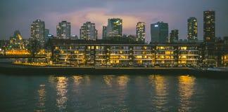 Een stad bij de rivier Stock Afbeelding