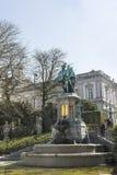 Een standbeeld in het park op zijn plaats du Petite Sablon Stock Foto's