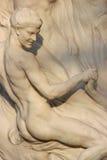 Een standbeeld van een mens werd geïnstalleerd in een openbare tuin in Wenen (Oostenrijk) Stock Fotografie