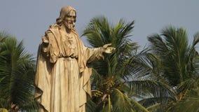 Een standbeeld van Jesus in India stock video