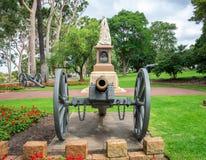 Een standbeeld van Koningin Victoria in Koningenpark en Botanische Tuinen i Stock Afbeeldingen