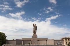 Een standbeeld van Mao Zedungin in de stad van Kashgar, Xinjiang royalty-vrije stock foto