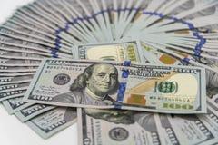 Een stapel ons 100 dollarscontant geld Royalty-vrije Stock Foto