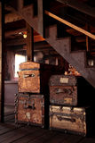 Een stapel oude koffers Stock Afbeeldingen