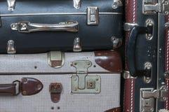Een stapel oude koffers Stock Foto's