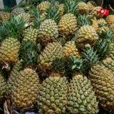 Een stapel van ananassen stock fotografie