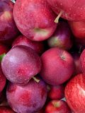 Een stapel van appelen stock foto's