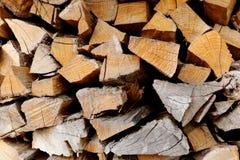 Een stapel van brandhout van verschillend soort van bomen sluit omhoog royalty-vrije stock foto's