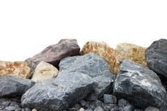 Een stapel van grote natuurlijke die granietstenen op een witte achtergrond worden geïsoleerd royalty-vrije stock afbeelding