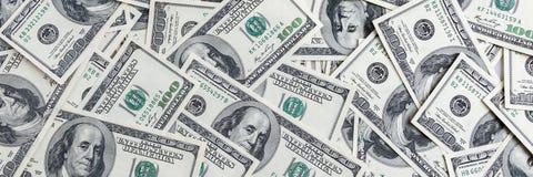 Een stapel van honderd bankbiljetten van de V.S. Contant geld van honderd dollarsrekeningen, dollarachtergrond stock foto