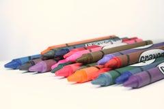 Een stapel van kleurpotloden Stock Afbeeldingen