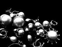 Een stapel van mooie uitstekende juwelen stock afbeeldingen