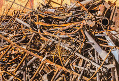 Een stapel van oude roestige metaalproducten Stock Foto