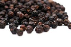 Een stapel van zwarte pepers royalty-vrije stock foto