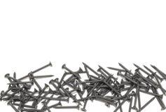 Een stapel van zwarte schroeven met exemplaarruimte Geïsoleerd op wit Stock Foto