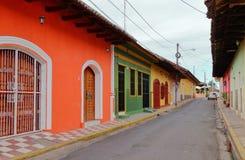 Een steeg in de stad van Granada, Nigaragua stock afbeeldingen