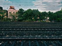 Een steeg van 5 treinsporen in India royalty-vrije stock afbeeldingen
