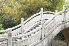 De brug van de steen royalty-vrije stock afbeeldingen