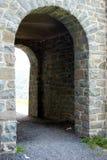 Een steenoverwelfde galerij bij het kasteel van Altena, Duitsland Stock Afbeeldingen