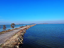 Een steenweg op de kust van Egeïsche overzees Royalty-vrije Stock Afbeeldingen
