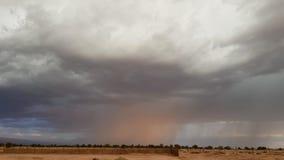 Een sterk onweer bij zonsondergang in de Atacama-Woestijn, Chili royalty-vrije stock fotografie