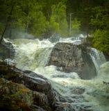 Een sterke waterval Stock Afbeeldingen