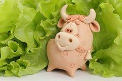 Een stier is in groen. Royalty-vrije Stock Afbeelding