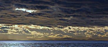Een stormachtige zonsondergang Stock Foto's