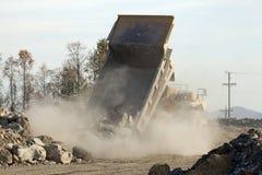 Een stortplaatsvrachtwagen in een kolenmijn royalty-vrije stock foto