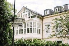 Een straat in Djurgarden, Stockholm stock afbeelding