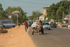 Een straat in Senegambia, Gambia stock afbeelding