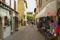 Een straat in Sirmione, Italië stock foto
