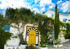 Een straat in Tunis stock afbeeldingen