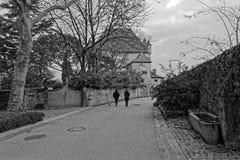 Een straat van Middeleeuws dorp van Yvoire stock foto