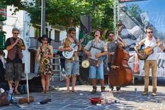 Een straatband in een straat van Hondarribia Baskisch Land, Spanje Royalty-vrije Stock Foto's