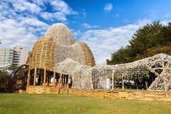 Een straatkunst maakte van 250 duizend oestershell Stock Foto's