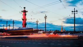 Een straatmening van St. Petersburg tijdens de witte nachten op een lon Royalty-vrije Stock Foto